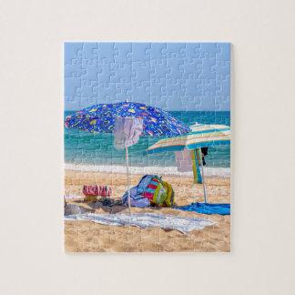 Puzzle Deux parasols et approvisionnements de plage à