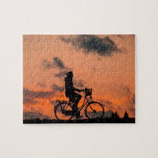 Puzzle Faire du vélo au coucher du soleil