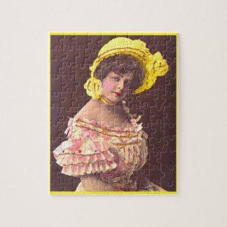 Puzzle femme de 1890s dans le vêtement froncé