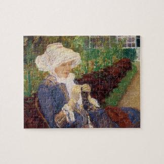 Puzzle Lydia faisant du crochet dans le jardin à marneux,