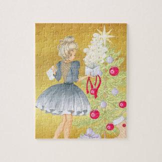 Puzzle Magie de Noël - blonde décorant un arbre
