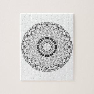 Puzzle Mandala. Motif oriental noir et blanc rond