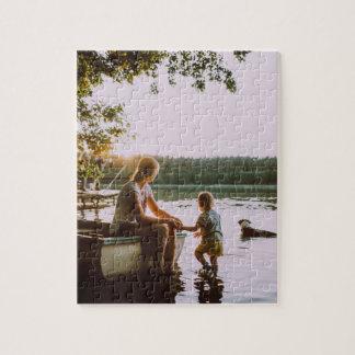 Puzzle : Mère et enfant en bas âge sur un rivage