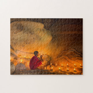 Puzzle Moine priant par un Bouddha
