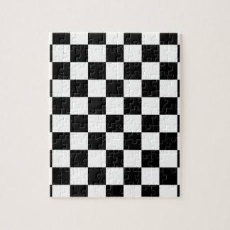 Puzzle motif d'échiquier noir et blanc