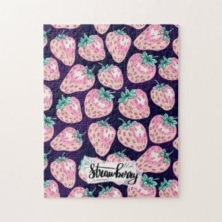 Puzzle Motif rose de fraise sur l'arrière - plan pourpre
