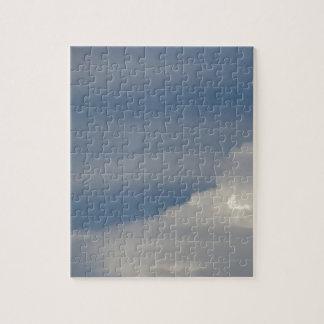 Puzzle Nuages blancs mous sur le fond de ciel bleu