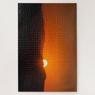 Puzzle orange de coucher du soleil de montagne