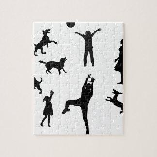 Puzzle Père, mère, enfants, chiens jouant la boule,