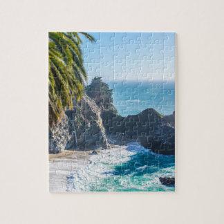 Puzzle Plage tropicale stupéfiante avec des roches