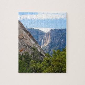Puzzle Point supérieur de Yosemite Falls et de glacier