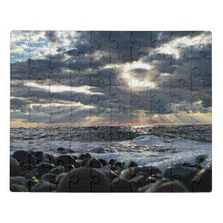 Puzzle Rayons de soleil sur un rivage rocheux