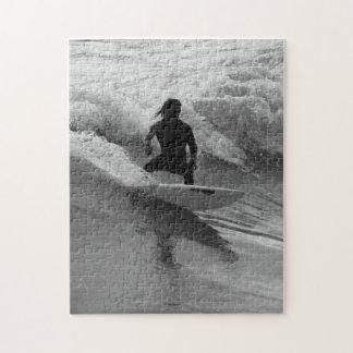 Puzzle Surfer la gamme de gris de vagues