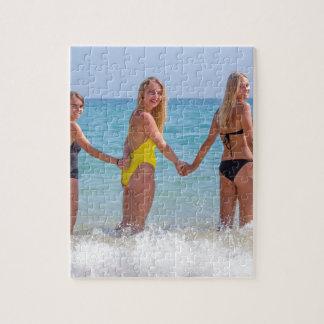 Puzzle Trois filles blondes se tenant dans sea.JPG