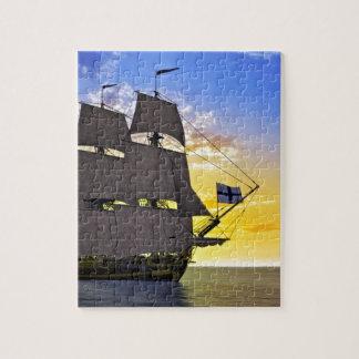 Puzzle Un bateau de navigation noir de Corvette avant le