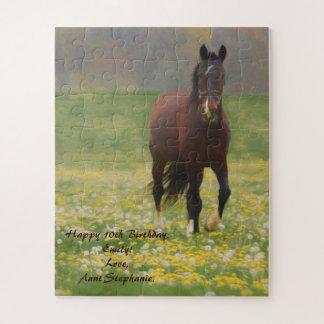 Puzzle Un cheval de Brown dans un domaine avec des