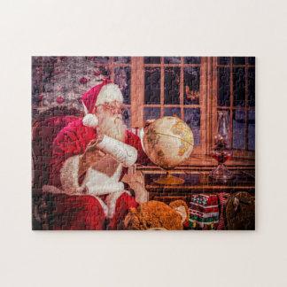 Puzzle Un puzzle, Père Noël examinant la liste gentille