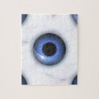 Puzzle yeux bleus déplaisants