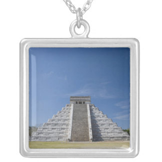 Pyramide maya, matin en mars pendentif carré