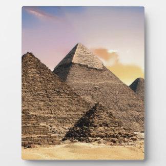 pyramides plaque photo