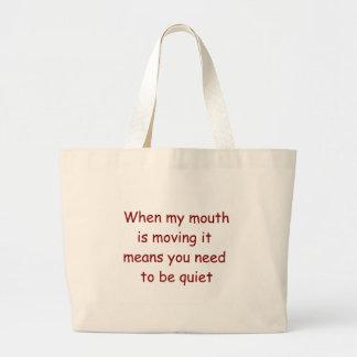 Quand ma bouche déplace le sac fourre-tout à juge