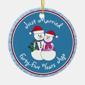 quarante-cinquième Noël de couples de neige Ornement Rond En Céramique