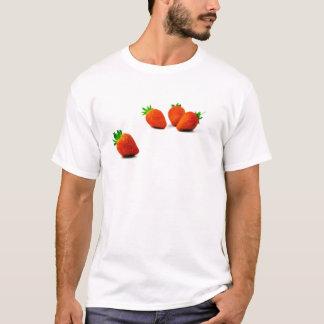 Quatre fraises sur l'arrière - plan blanc t-shirt