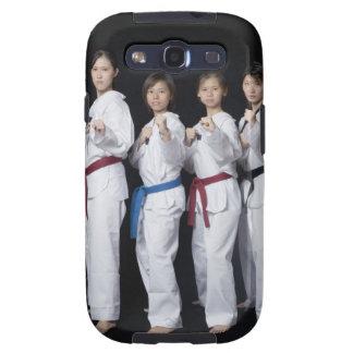 Quatre jeunes femmes se tenant en position de poin coque galaxy SIII