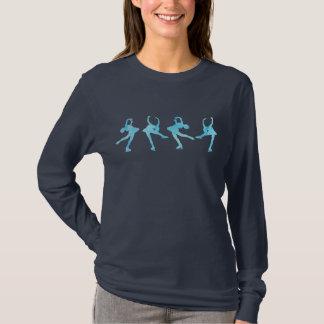 Quatre patineurs artistiques dans le bleu frais t-shirt