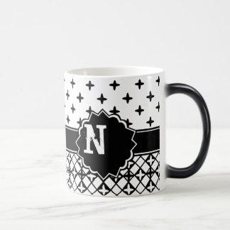 Quatrefoil blanc noir décoré d'un monogramme mug magic