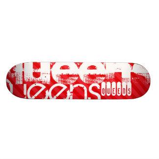Queens ; Rayures de rouge d'écarlate Plateau De Skateboard