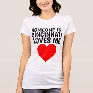 QUELQU'UN à CINCINNATI (OHIO) M'AIME T-shirts