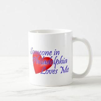 Quelqu'un à Philadelphie m'aime Mug