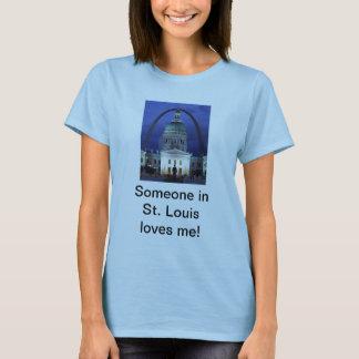 Quelqu'un à St Louis m'aime T-shirt