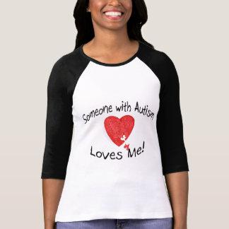 Quelqu'un avec l'autisme m'aime (le puzzle de Hrt) T-shirt