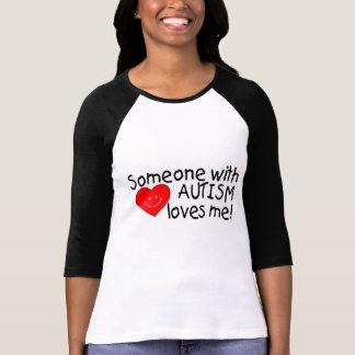 Quelqu'un avec l'autisme m'aime t-shirt