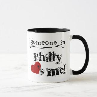 Quelqu'un dans Philly Mug