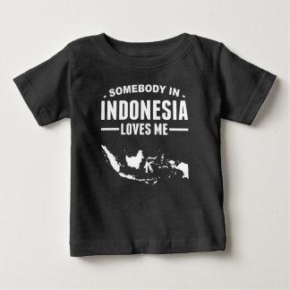 Quelqu'un en Indonésie m'aime T-shirt Pour Bébé