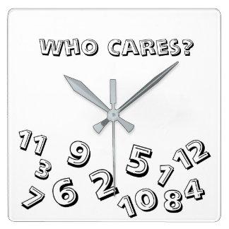 Qui soin au sujet de l'horloge de carré de temps horloge carrée