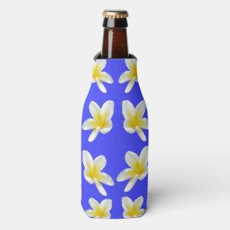 Rafraichisseur De Bouteilles Fleurs jaunes de Frangipanis sur le bleu,