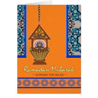 Ramadan Mubarak, à travers les milles, lanterne de Carte De Vœux