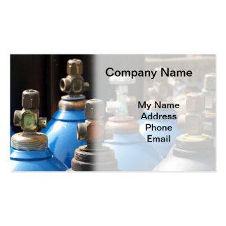 Rangée des bouteilles en acier de l oxygène et cartes de visite personnelles