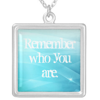 Rappelez-vous qui vous êtes pendentif carré