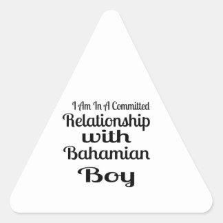 Rapport avec le garçon bahamien sticker triangulaire