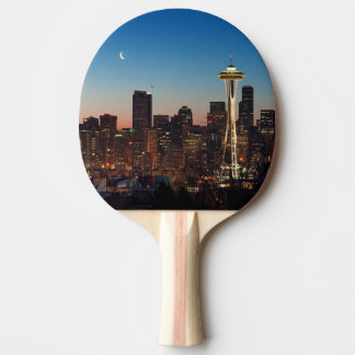 Raquette De Ping Pong Le drapeau américain vole entre la lune en hausse