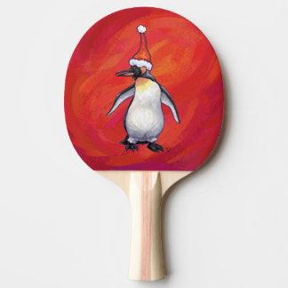 Raquette De Ping Pong Pingouin dans le casquette de Père Noël sur le