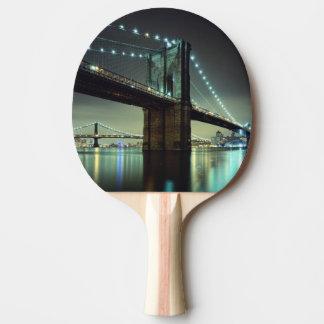 Raquette De Ping Pong Pont de Brooklyn au pont de Manhattan de nuit