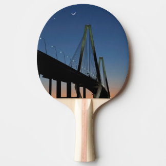 Raquette De Ping Pong Pont de Jr. d'Arthur Ravenel au crépuscule
