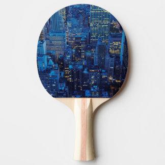 Raquette Tennis De Table Horizon de NYC, vue courbe au crépuscule