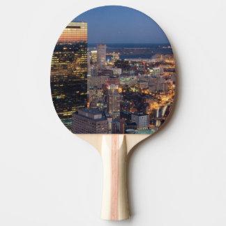 Raquette Tennis De Table Le bâtiment de Boston avec la lumière traîne sur